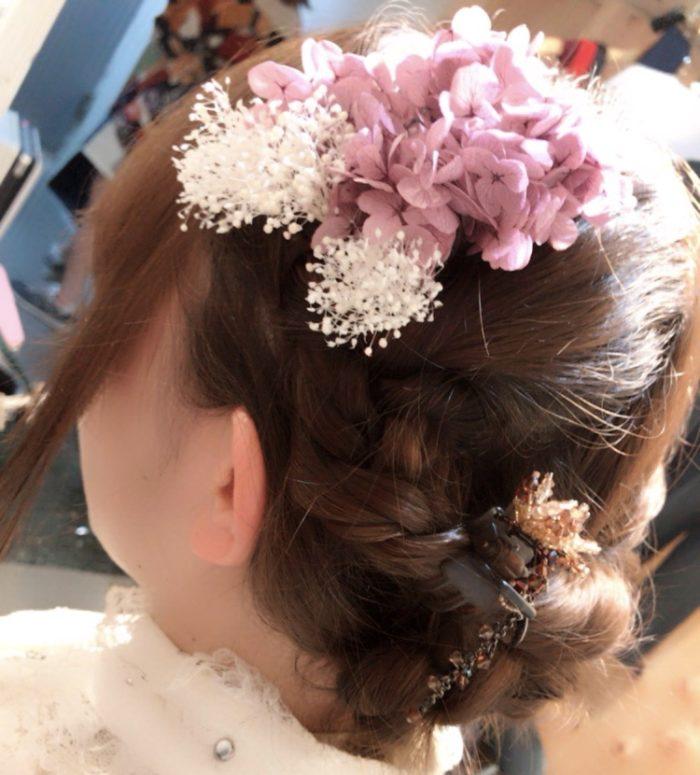 紫陽花の髪飾りをつけるミーウェル3